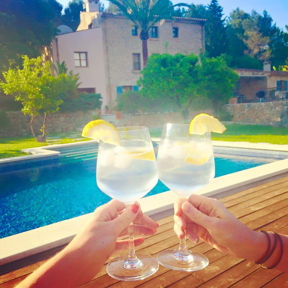 cocktails at Travelopo villa